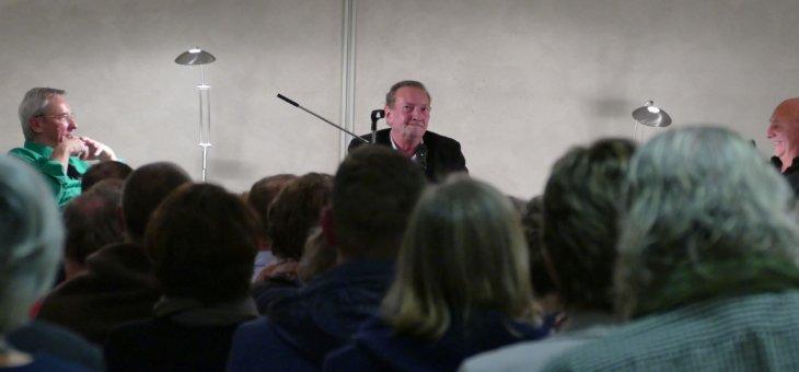 Projekt-Beispiel: Detlef Herchenbach interviewt Krimi-Autor Martin Walker bei Lesung